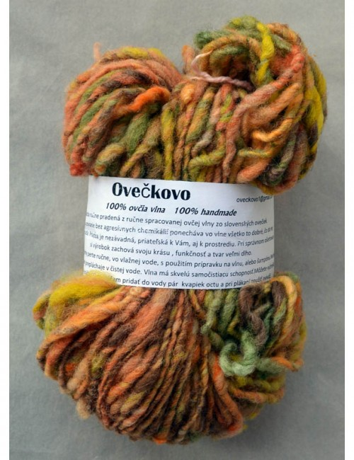 Ručne pradená vlna - '100% wool from sheep Slovak, hand spun and dyed. Wool is an excellent material, thanks to the lanolin content has a slightly self-cleaning ability, perfectly absorbs moisture, but it remains dry to the touch' - image found here